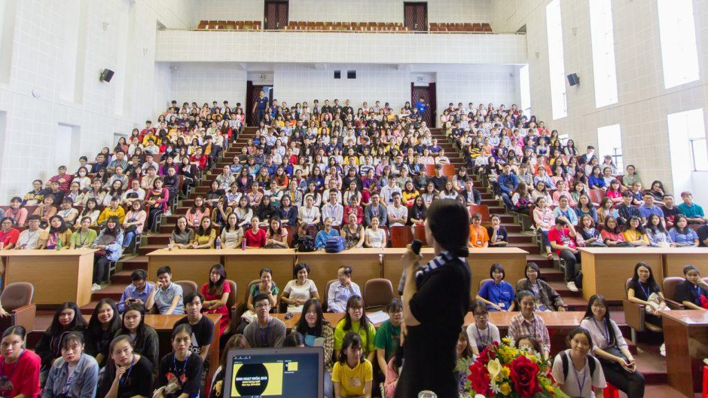 Học phí Đại học Ngoại ngữ - Tin học TP.HCM (HUFLIT)         thế hệ nhất 2021 - 2022